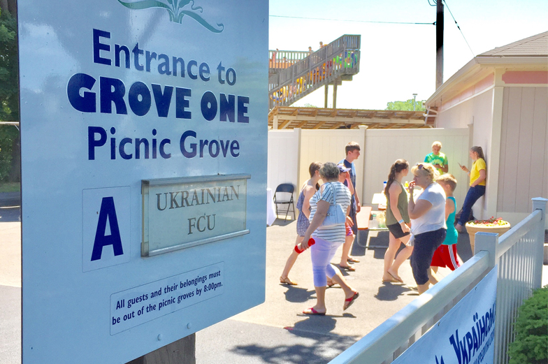 Entrance sign for grove at park